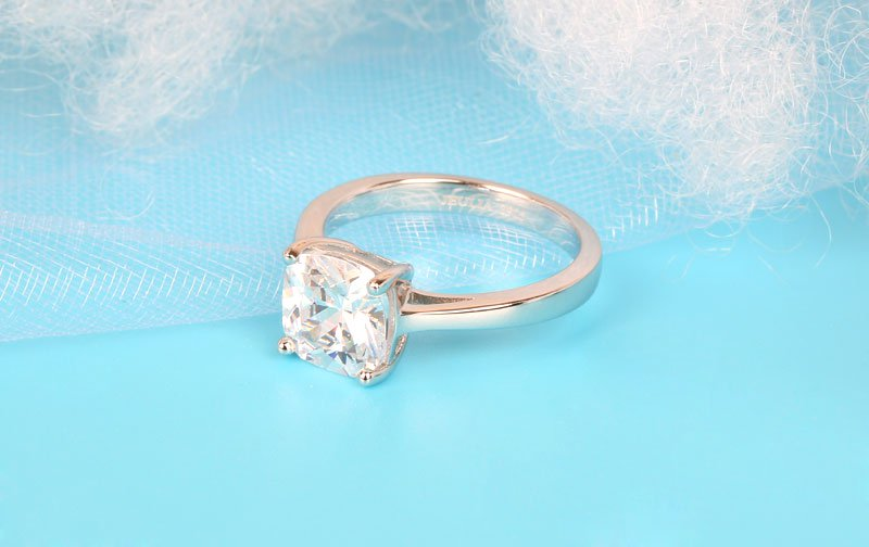 Jeulia Classic Solitaire Cushion Cut Created White Sapphire Engagement Ring
