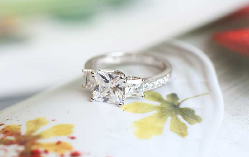 Jeulia Three Stone Princess Cut Created White Sapphire Engagement Ring
