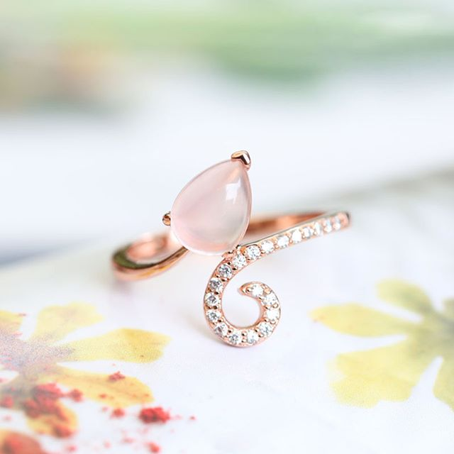 Jeulia Water-Drop Rose Gold Tone Pear Cut Creat Opal Cocktail Ring
