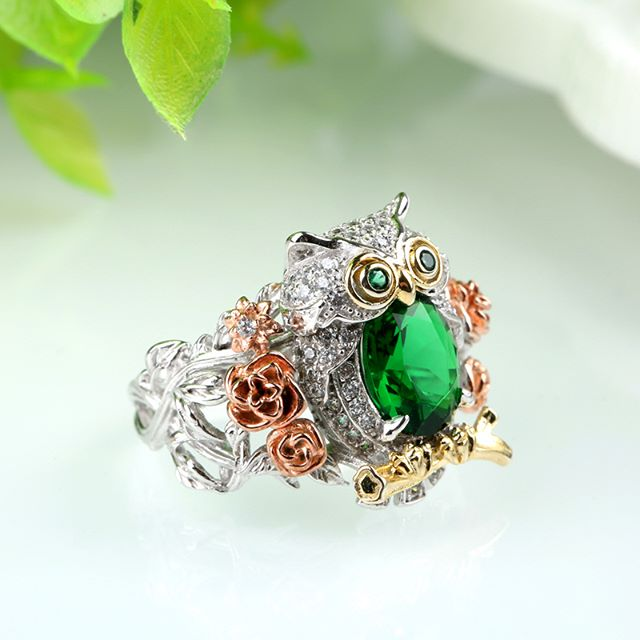 Jeulia Three Tone Flower Oval Cut Created Emerald Owl Ring