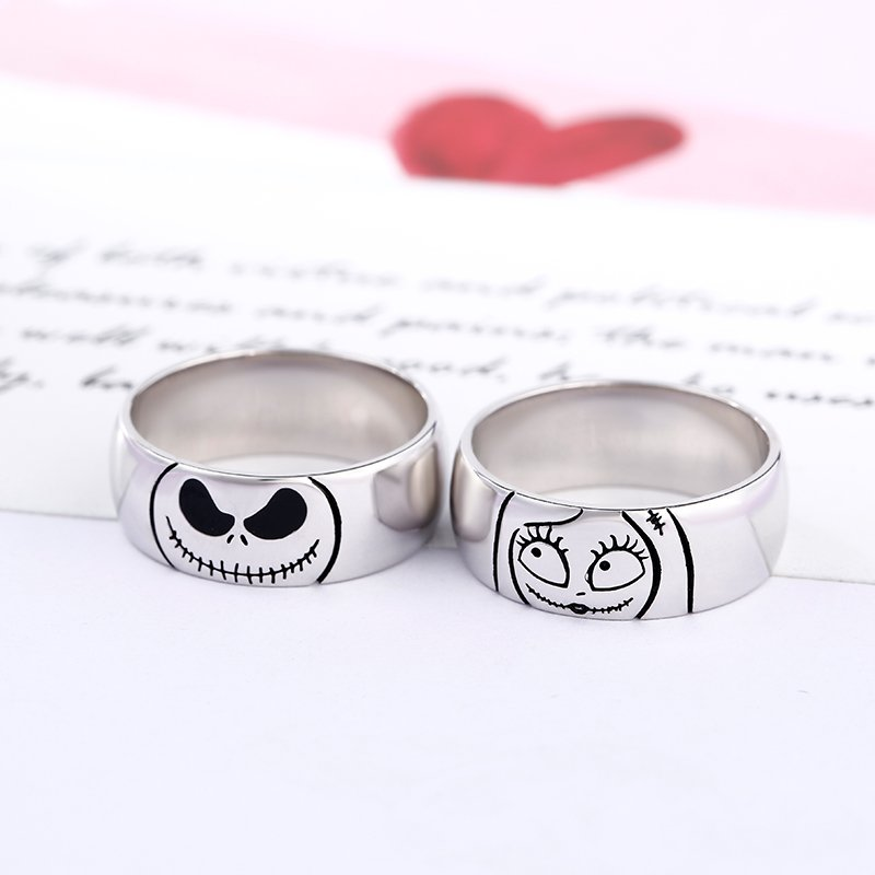 "Jeulia ""Magic of Love"" Skull Sterling Silver Couple's Band Set"